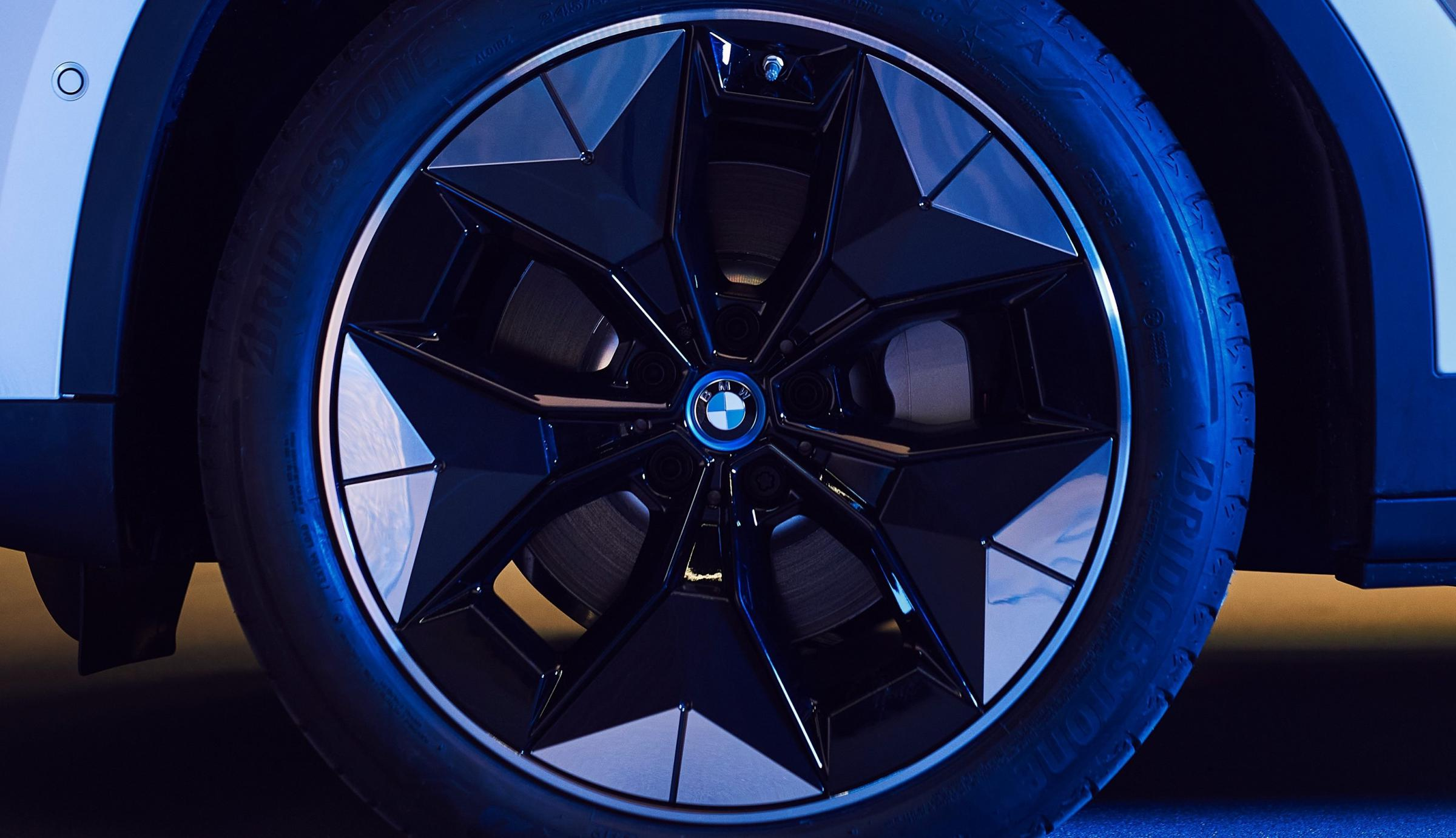 Name:  BMW iX3 i4 Aerodynamic Wheels1 2.jpg Views: 4311 Size:  238.1 KB